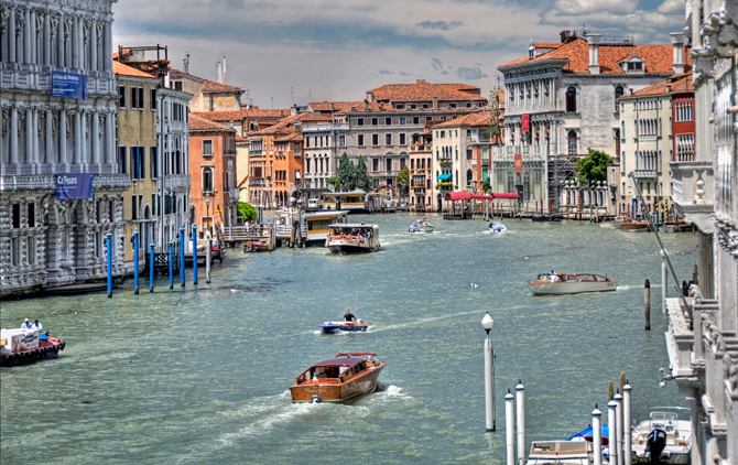 Hotel_Ca_Sagredo___Grand_Canal___Venice_Italy_Venezia___photo_by_gnuckx_and_HDR_processing_by_Mike_G._K.__4734093444__by_Magnus_Manske (2)
